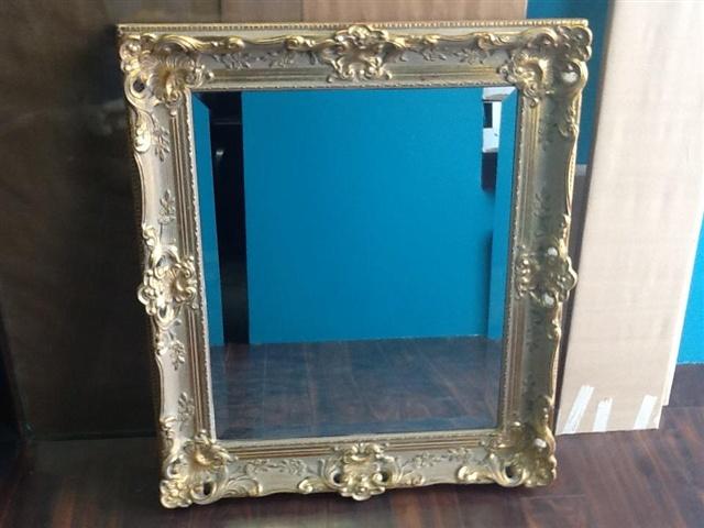 Glass repair gallery mirrors bathroom bedroom for Custom framed mirrors